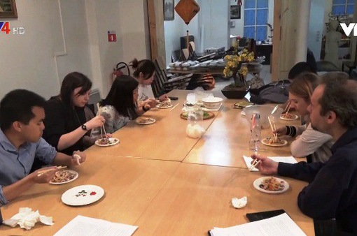 Dạy tiếng Việt qua ẩm thực tại Pháp