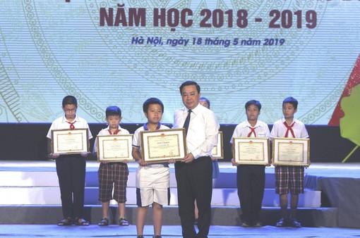 Hà Nội: Tuyên dương, khen thưởng gần 1.000 học sinh giỏi tiêu biểu