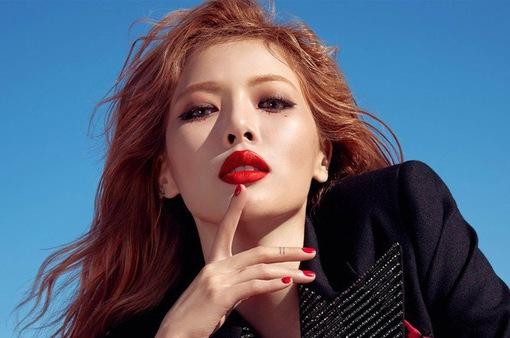 """""""Nữ hoàng sexy"""" HuynA đẹp hút hồn trên tạp chí Vogue"""