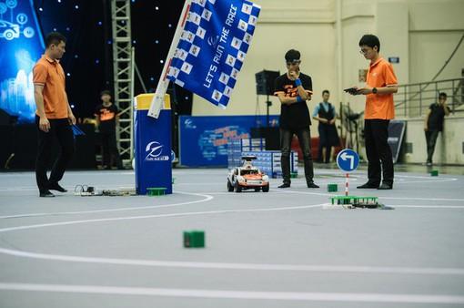 Chung kết cuộc đua số mùa 3: Sinh viên Việt Nam tranh tài cùng sinh viên Anh - Nga