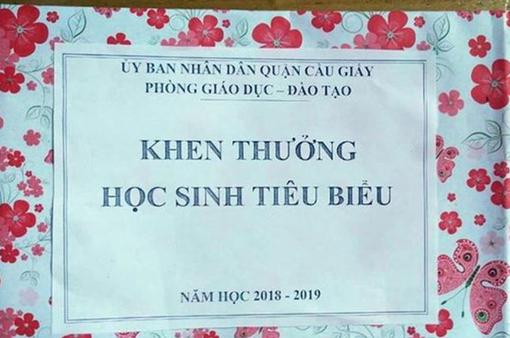 Trưởng Phòng GD-ĐT quận Cầu Giấy xin lỗi phụ huynh về việc học sinh tiêu biểu chỉ được nhận một tờ giấy