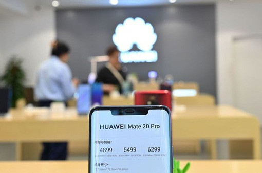 """Người dùng Anh ồ ạt """"bán tháo"""" điện thoại Huawei sau lệnh cấm của Mỹ"""