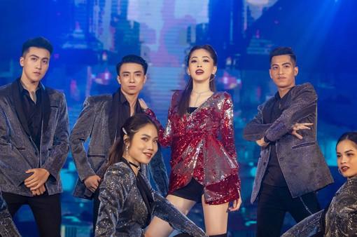 Á hậu Phương Nga vừa cover vừa nhảy bài hit của Hồ Ngọc Hà