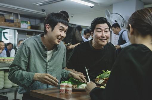 """Chưa công chiếu ở Hàn Quốc nhưng """"Ký sinh trùng"""" đã xô đổ nhiều kỷ lục"""