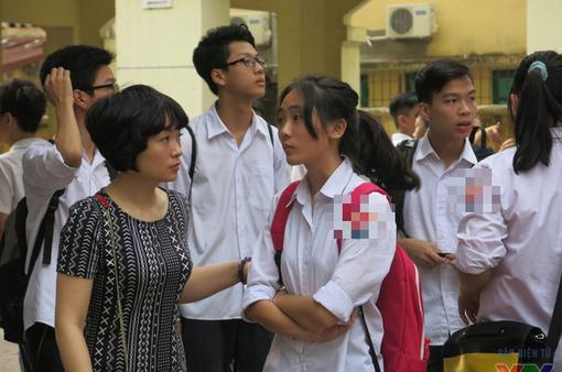 """Tuyển sinh lớp 10 ở Hà Nội: Nhiều phụ huynh """"chăm chăm"""" chọn trường cho con mà quên đi điều quan trọng"""