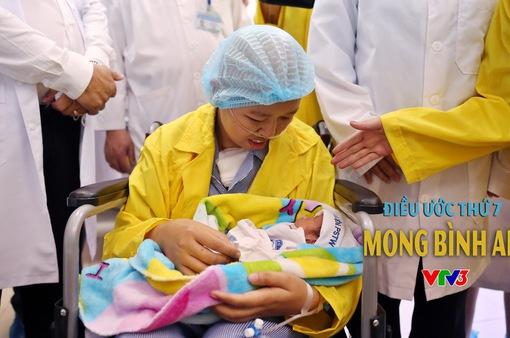 Điều ước thứ 7: Xúc động khoảnh khắc người mẹ ung thư được ôm con vào lòng
