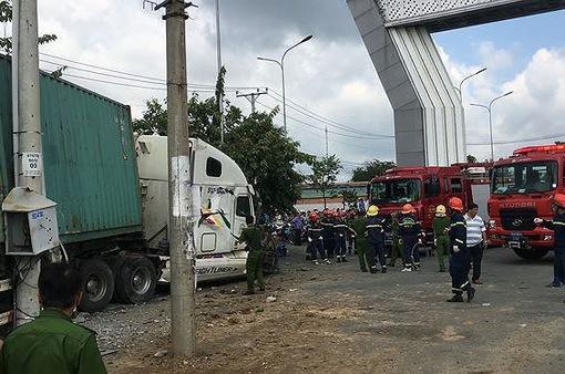 Tây Ninh: Tài xế khai ngủ gật khiến xe container đâm vào ô tô gây tai nạn thảm khốc