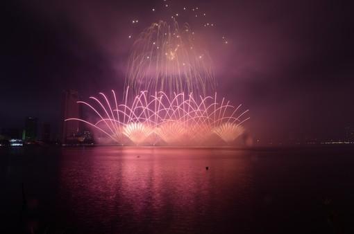 Cùng hai đội Italy và Phần Lan đắm chìm trong những câu chuyện của tình yêu tại Lễ hội Pháo hoa quốc tế Đà Nẵng 2019
