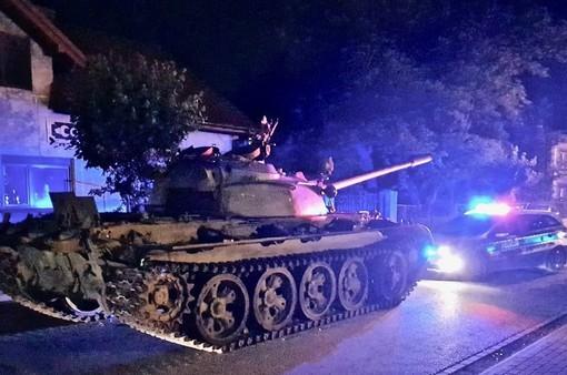 Say rượu, lính Ba Lan lái hẳn xe tăng ra phố
