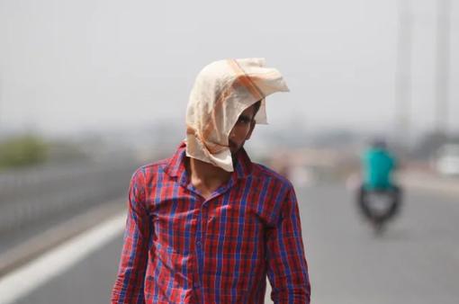 Nắng nóng gay gắt ở Ấn Độ, 49 người tử vong