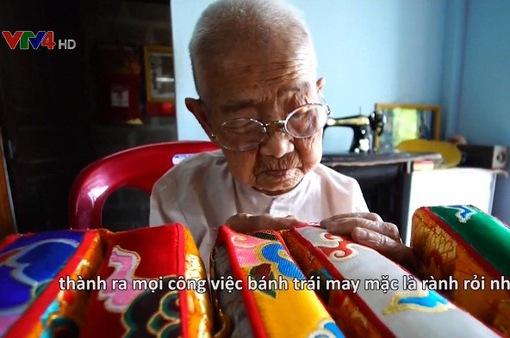 Bí quyết làm gối trái dựa cung đình của cụ bà 98 tuổi