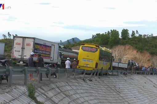 Phú Yên: Tai nạn liên hoàn, 1 người tử vong