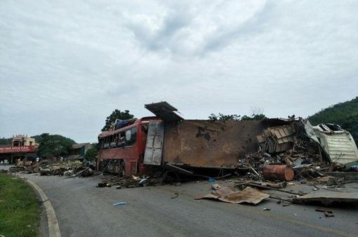 Vụ tai nạn nghiêm trọng ở Hòa Bình: Xe khách vẫn còn hạn kiểm định