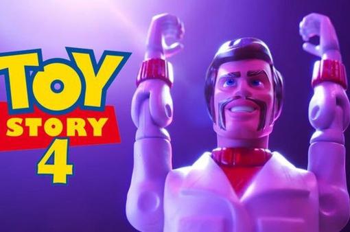 """""""Toy Story 4"""": Vào vai Duke Caboom, Keanu Reeves hài hước ngoài sức tưởng tượng"""