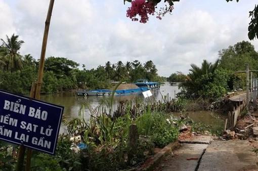 An Giang: Di dời khẩn cấp các hộ dân do sạt lở bờ kênh Xáng