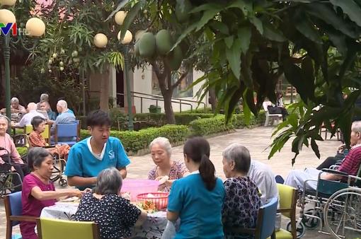 Chàng trai Nhật tâm huyết với chăm sóc người cao tuổi ở Việt Nam