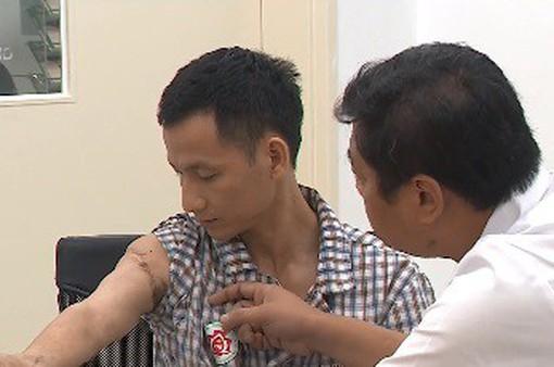 Nối liền cánh tay bị đứt rời cho nam công nhân bị tai nạn lao động