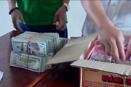 Bắt vụ vận chuyển 470.000 USD qua biên giới