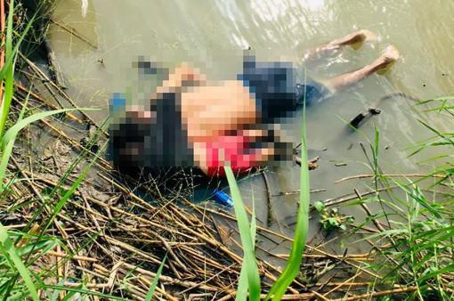 Bức ảnh gây sốc về người di cư ở biên giới Mỹ - Mexico