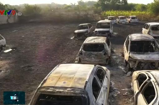 Italy: Hơn 40 xe hơi bị thiêu rụi trên bãi biển