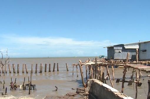 Khó di dời dân khỏi vùng sạt lở ven biển ở ĐBSCL