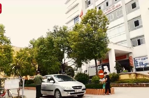 Ngang nhiên thu phí ô tô đón trả khách vào bệnh viện