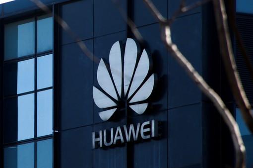 """Huawei bất ngờ """"phản công"""" chính phủ Mỹ"""