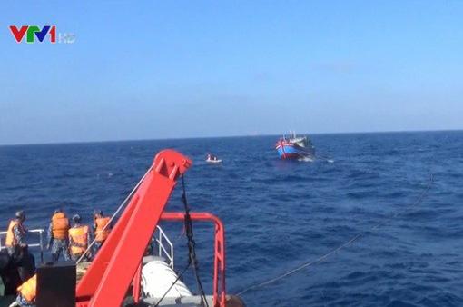 Tàu cá và 6 ngư dân gặp nạn về bờ trong sáng nay (16/7)