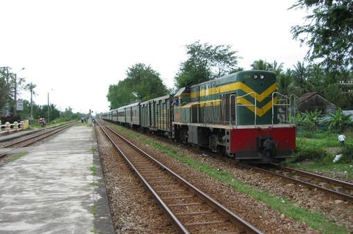 Vì sao đường sắt Bắc - Nam vẫn dậm chân tại chỗ?