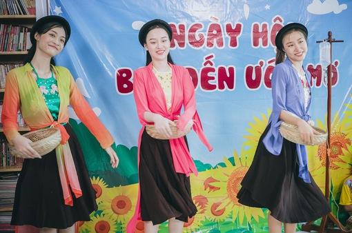 Thí sinh Miss World Việt Nam khoe giọng hát lan tỏa lòng nhân ái