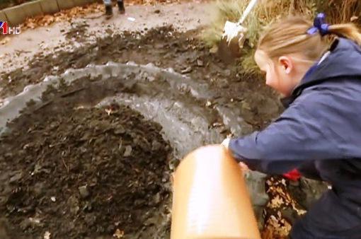 Chơi với bùn - Hoạt động mới tại trường tiểu học ở Australia