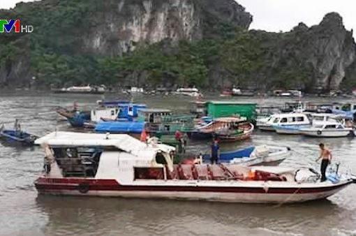 Quảng Ninh: Tàu cá va chạm tàu cao tốc, 2 người bị thương