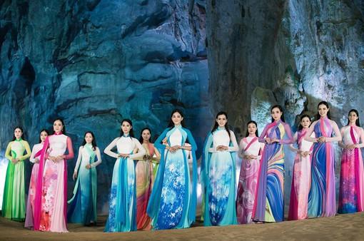 Đạo diễn Hoàng Nhật Nam đưa dàn mẫu trình diễn thời trang trong hang động Quảng Bình