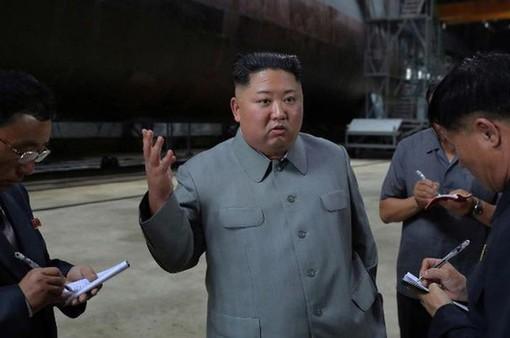 Chủ tịch Triều Tiên thị sát tàu ngầm mới