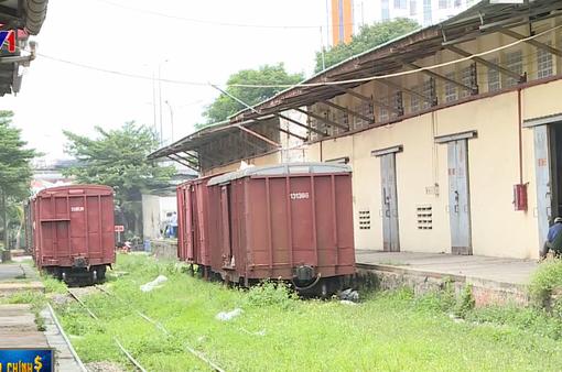 Nhiều nhà ga xập xệ, hạ tầng đường sắt xuống cấp