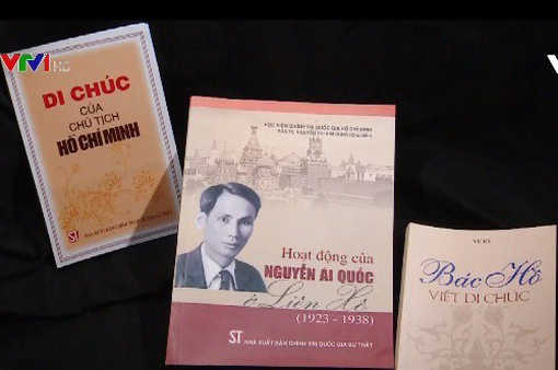 """Dịch tác phẩm """"Bác Hồ viết di chúc"""" ra tiếng Nga"""