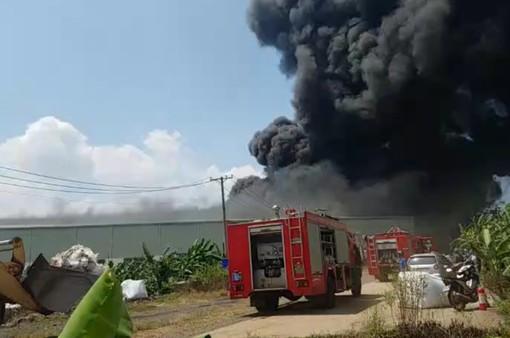 Hỏa hoạn thiêu rụi xưởng sản xuất nhựa ở Đồng Nai