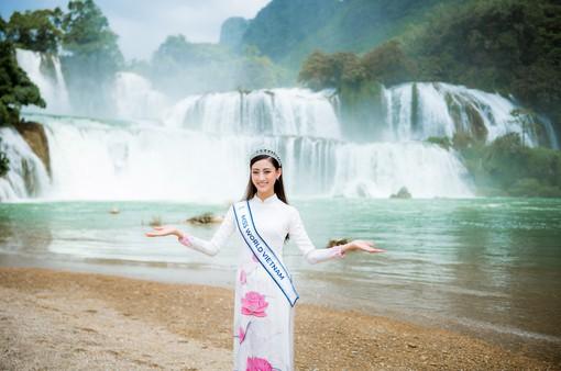 """Hoa hậu Lương Thùy Linh diện áo dài """"check-in"""" giữa cảnh đẹp Cao Bằng"""
