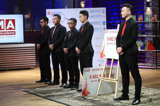 """5 chàng trai khiến 2 """"cá mập"""" phải tranh giành rót gần 10 tỷ đồng ở Shark Tank Việt Nam"""