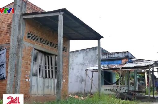 Hàng trăm căn nhà vượt lũ bỏ hoang hơn 15 năm ở Long An