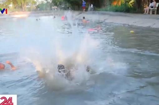 Không gian bơi lội giữa đồng quê cho trẻ