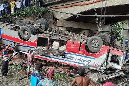 Tai nạn xe bus tại Bangladesh khiến nhiều người thương vong
