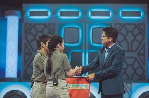 """Shark Dzung bắt tay hợp tác cùng nhóm """"sếp nhí"""" 13 tuổi"""