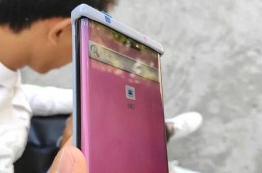 """Lộ ảnh thực tế Huawei Mate 30 Pro với màn hình """"thác nước"""""""