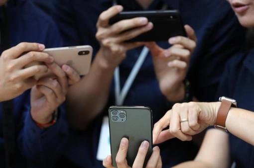 """Bị dìm hàng với camera """"than tổ ong"""", iPhone 11 vẫn cháy hàng"""