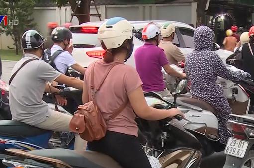 """""""Nút thắt cổ chai"""" đường Nguyễn Hữu Thọ thường xuyên ùn tắc"""