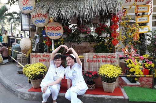 Xây dựng đường hoa, mang mùa Xuân đến với bệnh nhân đón Tết ở bệnh viện