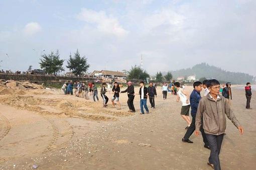 Hai học sinh mất tích khi tắm biển