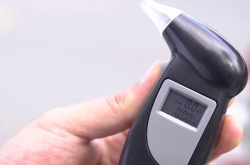 Máy cảm biến giúp đo lái xe tự kiểm tra nồng độ cồn có đáng tin cậy?