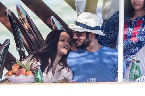 Hé lộ nguyên nhân Rihanna chia tay bạn trai tỉ phú